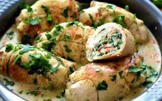 Куриные рулетики с пикантной начинкой, запечённые в сливках – пошаговый рецепт с фото – для духовки